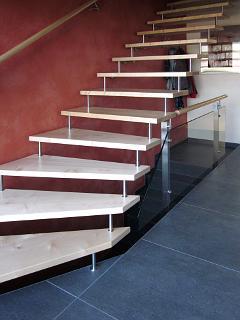 Exklusive Treppe   Von Uns Individuell Gefertigt Aus Ahorn In Kombination  Mit Edelstahl Und Glas.